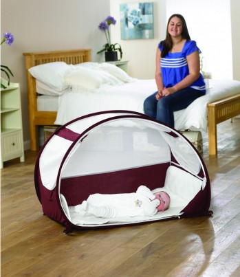 POP UP TRAVEL BUBBLE COT - AUBERGINE & WHITE