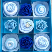 Baby cupcake gift set - Blue in 0-3 or 3-6 months