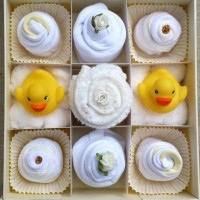 Baby cupcake gift set - Neutral in 0-3 or 3-6 months