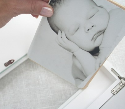 LARGE MEMORY BOX GIRL WITH 7X5 PHOTO FRAME