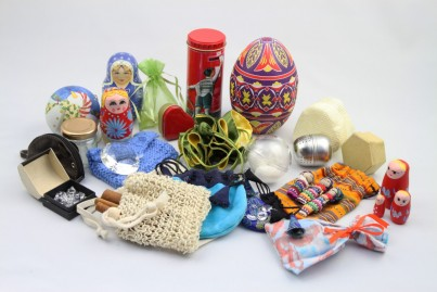 This vibrant and colourful Hide and Seek Collection contains a gorgeous set of over 40 selected items to inspire creativity, hiding and sorting. Its many fun and exciting items will provide children with a vast amount of varied play potential.