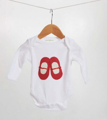 A lovely red spotty shoe bodysuit suitable for any little girl. These red shoes have been hand sewn on using red spotty material, red ribbon for the bar and a button on either side of the shoe.  The idea for this design came from my daughter's love of all shoes! We hope the little one enjoys wearing it as much as we have enjoyed making it.