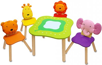 Forest Furniture Table & Chairs Set