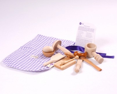 The wooden top-up set is made up of 11 wooden items chosen to promote exploration and creativity in children of all ages.  Includes Gingham bag and A6 Activity Card.