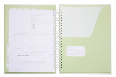 Each page comes with a handy pocket to store A4 documents such as school reports, class photos and those treasured pieces of artwork!